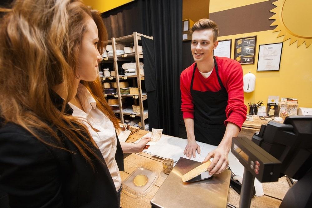 Cliente vendeur caisse fromagerie
